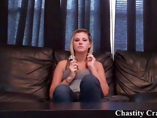 Device von Studio Kink.com Chastity Craze Kendra James Dieses Keuschheitsgerät hält Sie davon ab, sich abzuzierung