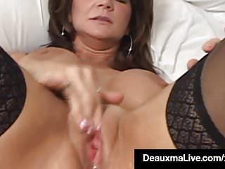 Big Boobs von Studio Private Deauxma Live texas cougar deauxma spritzt ihren Saft beim Dildo-Knallen!