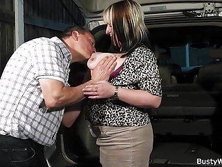 Big Boobs von Studio Private Busty Work arbeiten große Titten Frau nimmt es von hinten