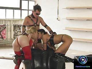 Porn Stream Live Julie Silver & sarah Schlüssel in Leder hng ein Dreier ficken