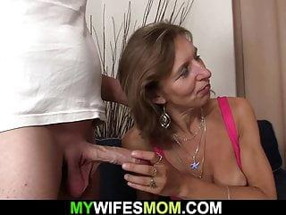 My Wifes Mom Channel Frau beobachtet ihre alte haarige-pussy Mutter reitet seinen Schwanz