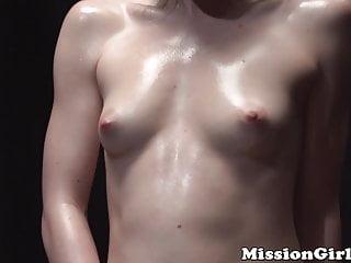 Muschi jungfrauen Jungfrau zeigt