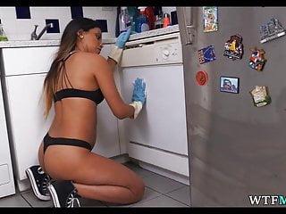 My dirty maid channel Magd sieht gut aus in BH und Höschen