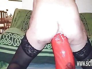 Sic Flics wahnsinnig riesige anal dildo gefickt amateur