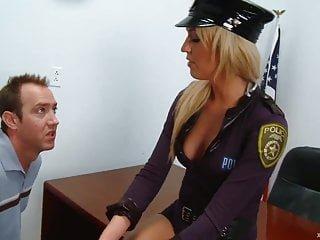 XXX At Work Victoria White sexy blonde cop fickt Verkehr Verletzer