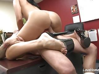 Love Home Porn Tiffany Tyler hübscher Junge leckte ihre Cunt und schlug hart