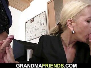 Reife Blonde Ehefrau geteilt