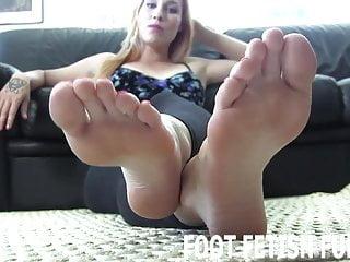 Foot Fetish Fun Ich werde Ihren großen Schwanz mit meinen nackten Füßen begeistern