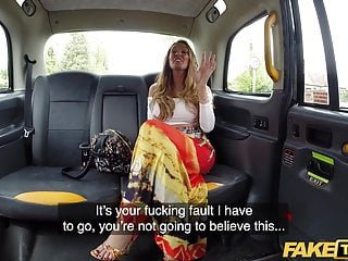 Fake Hub Fake Taxi sexsüchtig Stacey Saran fickt im Taxi