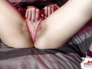 Fetish von Studio Videorama Amateurseite knapper string an mega haariger, junger pussy