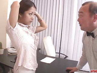 Hey MILF Satomi Suzuki dildo gefickt und - mehr bei japanesemamas.com