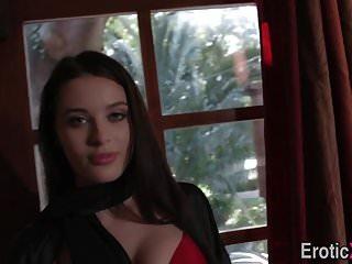 Busty von Studio Nubile Films Babes EroticaX vollbusige babe tiefe Kehlen