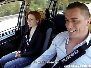 Czech TAXI CzechAV Rita Sinclair wunderbare teen überredet für Sex und spritzte