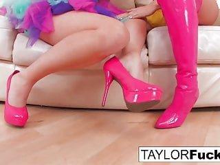Big Tits von Studio Foxy Media taylor VIXEN und Britney Amber miteinander spielen