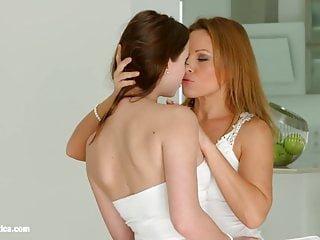 Lesbian von Studio Private Chloe Celestine Riemen auf, um durch Sapphic Erotica - sylvia lauren und