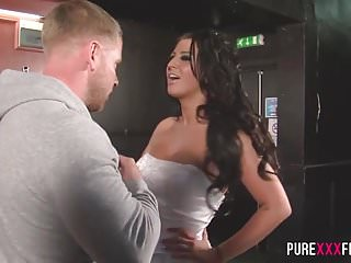 Big Boobs von Studio Private Pure Xxx Films Brooklyn Blue vollbusige cuckold Braut shagging die Barkeeper