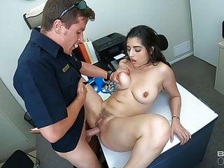 Big Tits von Studio Foxy Media Gabriela Lopez Screw the cops - gefesselt latina von zwei Polizisten gefickt