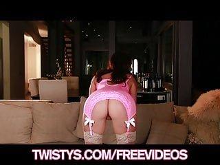 Busty von Studio Nubile Films Twistys Network Destiny Dixon vollbusige Schlampe zeigt ihre Titten in ihrem neuen Outfit