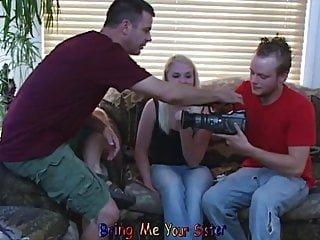 Slut Auditions von Studio Evil Angel - Mike Adriano Old-n-young Bring Me Your Sister amateur blonde Schlampe vorsingt, wie ihr Bruder hält Kamera