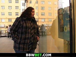 BBW Bet er nimmt mollig Fett von der Straße