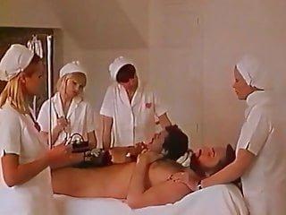 Naughty Krankenschwestern fickt Patient