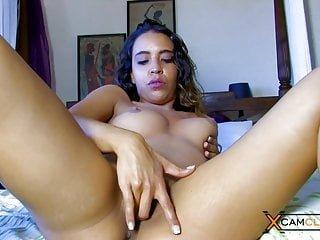 xCamClips Misa Morgane webcam - brünette pornostar und pussy fingering