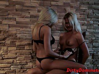 Lesbian von Studio Private Mighty Mistress 21 Sextreme dildoriding babe gequält, aber liebt es
