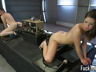 Lesbian von Studio Private Kink Mia Gold Casey Calvert lesben pussy ficken doppel endete dildo maschine