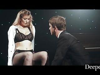 Big Tits von Studio Foxy Media Deeper . Mia Melano beweist ihr Talent auf der Bühne