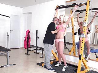 teenmegaworld - Old-n-young - Fitnessstudio bringt Sexsüchtige zusammen