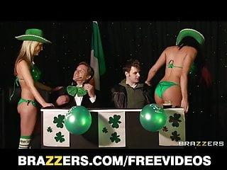 Big Boobs von Studio Private Brazzers Brooklyn Blue Paar Foxy Boxer überzeugen die Ref, um das Spiel am Laufen zu halten