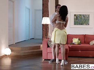 Babes Network Babes - Timo Hardy und Kira Queen - bringen Sie die Wärme