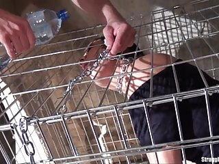 Caged von Studio Spizoo Submissed Clair Brooks Käfig gebunden baumeln auf einer Schnur gepeitscht vibed