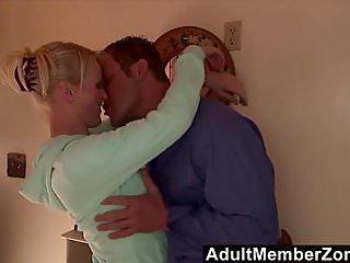 Adult Member Zone Jack Lawrence adultmemberzone - winzig Sharon Wild fickt ihre geile Nachbarin