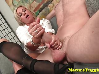 Big Boobs von Studio Private Over 40 Handjobs Payton Hall heeled reifen in Strümpfen wichsen pov schwanz