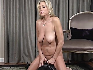 Payton Hall Hausfrau Stimulation