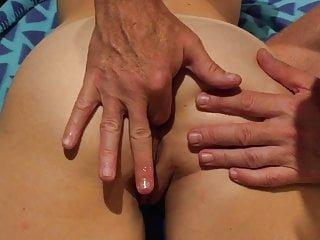 Tight von Studio PornPros Ehefrauen faszinierende Arschloch Lubed Finger, gestreichelt und gefickt