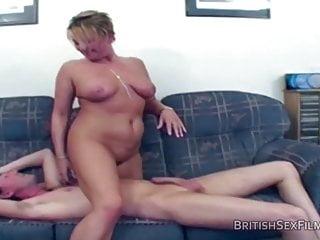 Housewives von Studio Trans Angels British Sex Films amateur reife hausfrau hart und schnell in ihrem Arsch gefickt