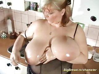 Big Boobs von Studio Private Big Breast Channel Monster Brust Stiefmutter