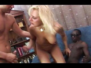 Two Big von Studio Blacks On Blondes Reifen Analized von zwei großen Schwänzen