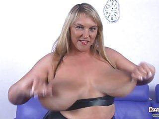 Big Boobs von Studio Private Busty Britain große Titten Carol Brown latex spaß