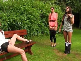 Rachel Evans Natalia Starr Kitty Jane Wunderschöne geklemmte Damen Fingersatz im Freien