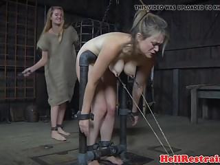 X Group Sex Real Time Bondage Ashley Lane zurückhaltend sub gepeitscht, während gehakt