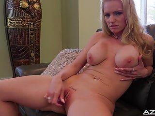 MILFs von Studio Third Degree Aziani blonde milf Rachael Cavalli bekommt nackt Ende mit Orgasmus
